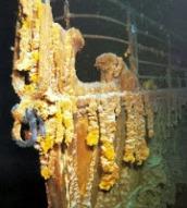 Rongsokan bagian depan forward-well-deck kapal Titanic yang tenggelam